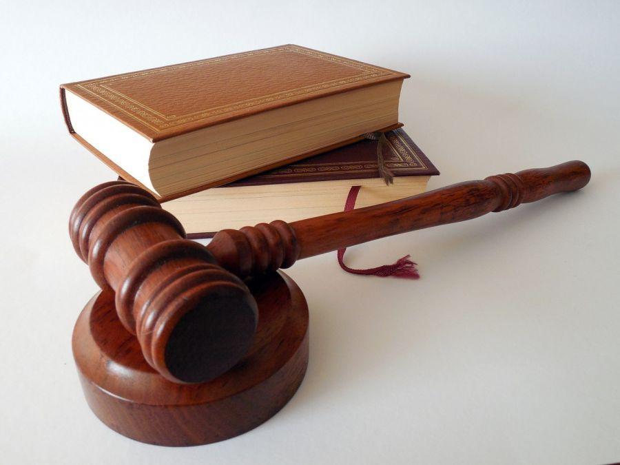 Уволенная сотрудница астраханского минздрава подает в суд