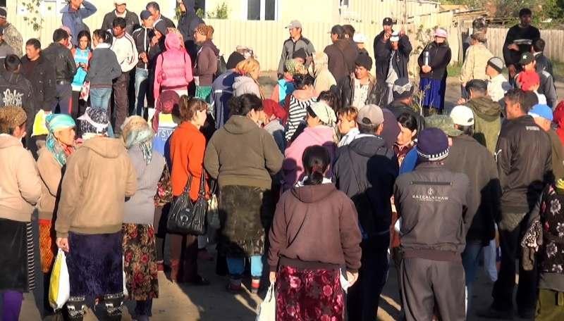 На улице астраханского села обнаружили «биржу» нелегальных мигрантов
