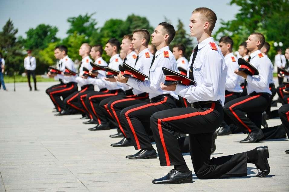 В Астрахани выпустили пятьдесят суворовцев
