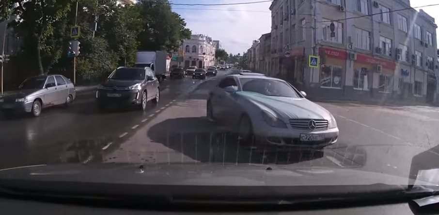 Астраханцев поразила наглость водителя «Мерседеса»