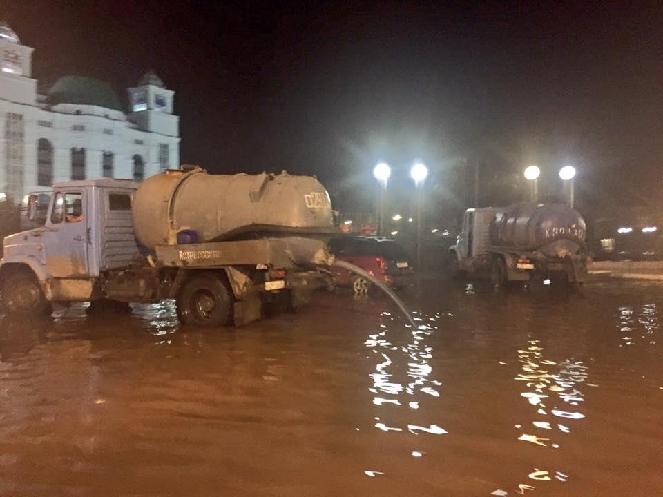 Спецтехника работала на улицах Астрахани всю ночь