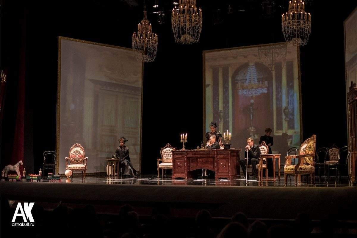 Астраханские театры уходят в отпуск