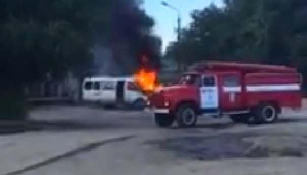 В Астрахани сгорело маршрутное такси ВИДЕО