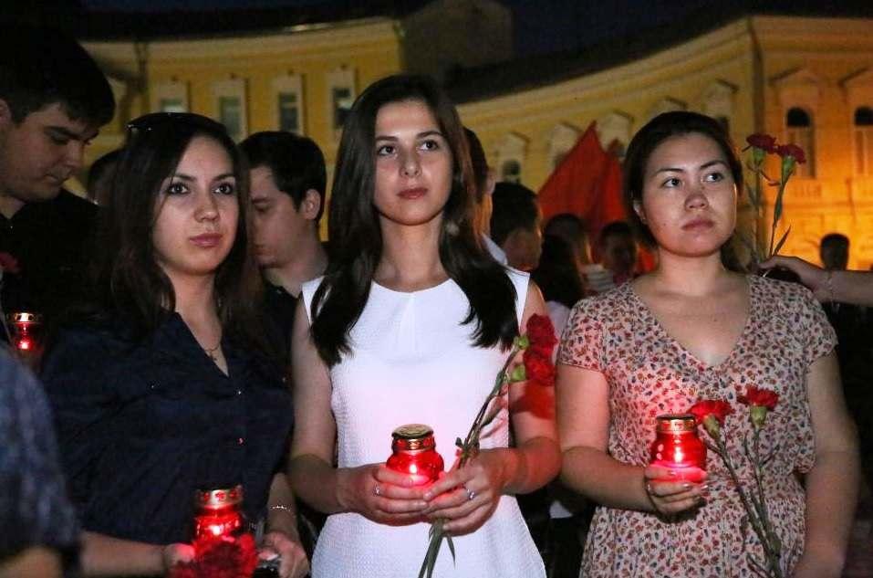 Астраханцы зажгли «Свечи памяти»