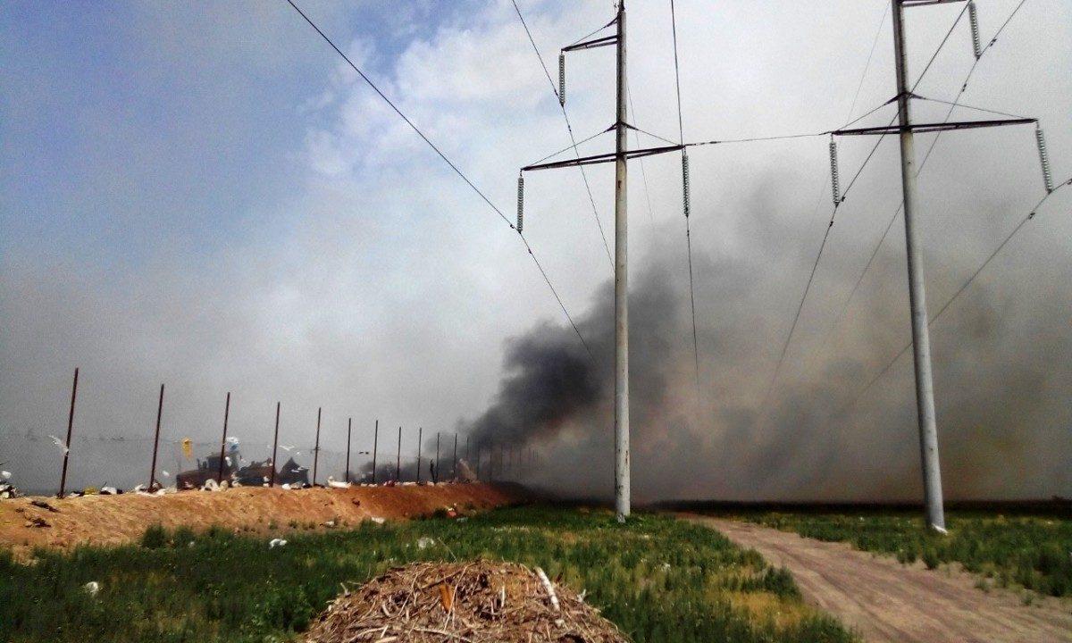 Под Астраханью вновь горят несанкционированные свалки