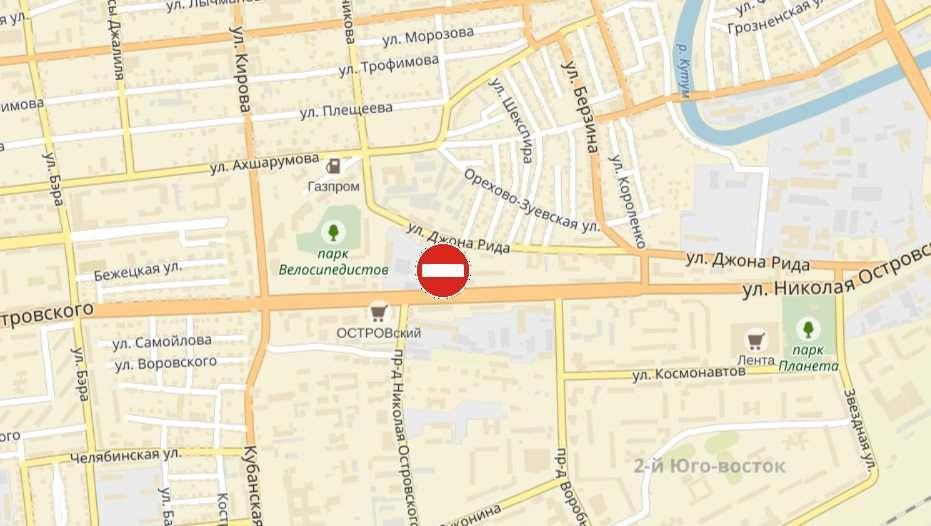 Улицу Николая Островского в Астрахани перекрыли