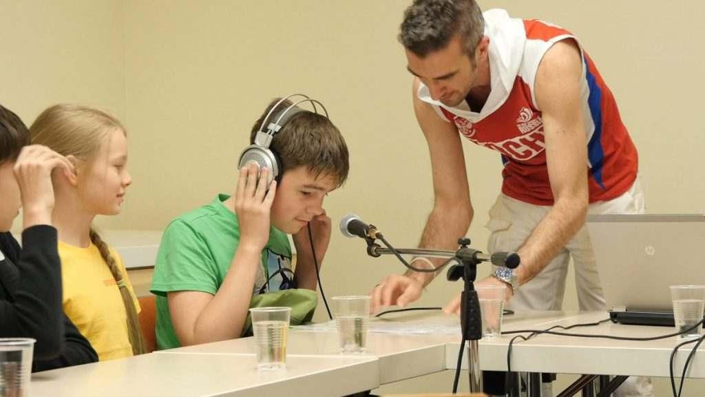 Юным астраханцам рассказали о работе радиоведущих