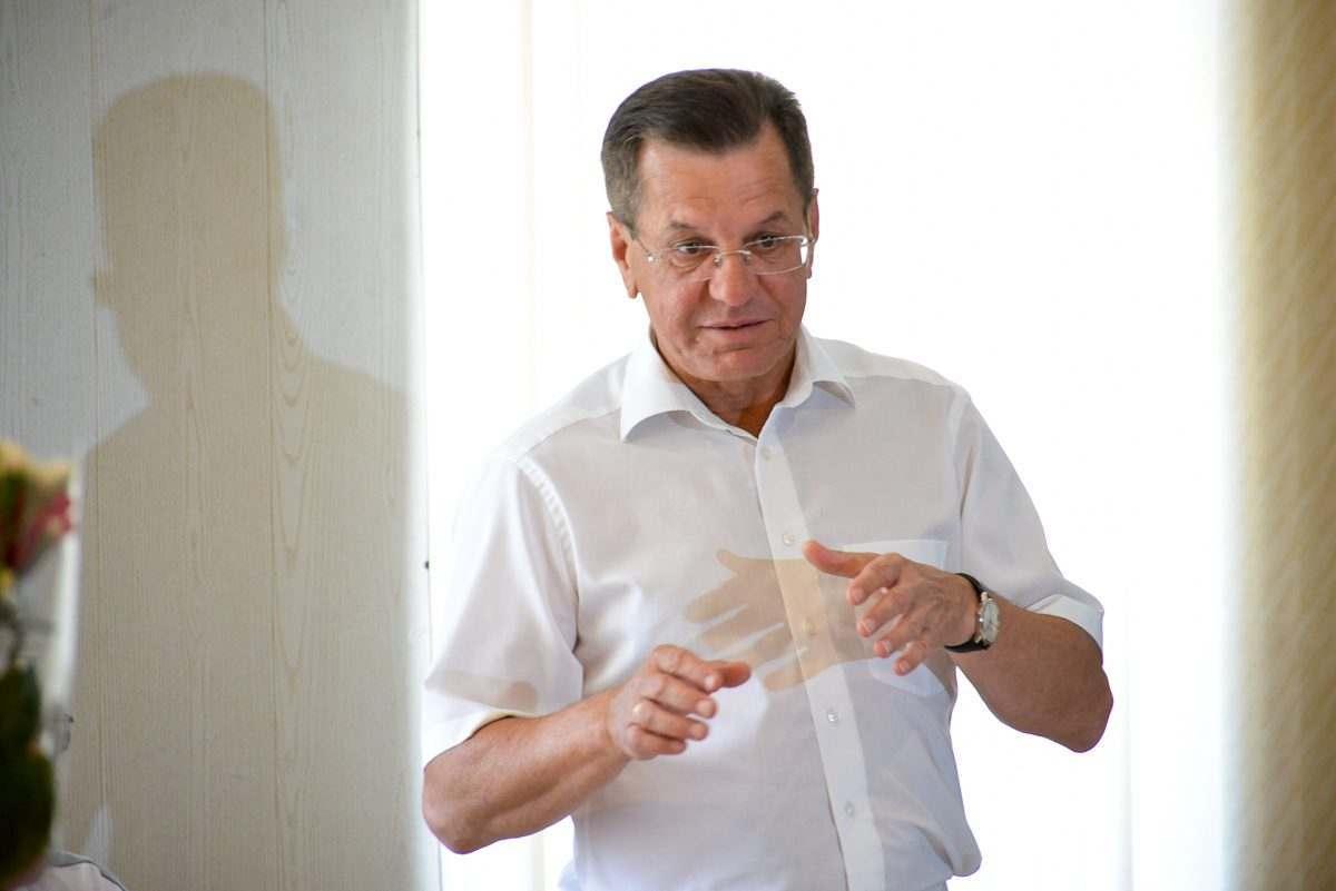 Астраханский губернатор считает источником проблем телевизор