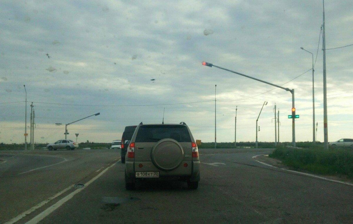 В Астрахани заработал новый светофор и вызвал большой затор