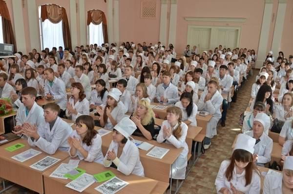 Студенты астраханского медколледжа сдавали экзамены за взятки