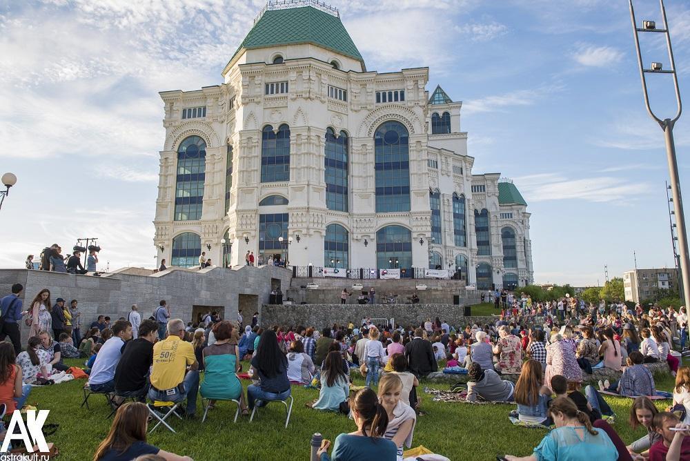 Фестиваль «Музыка на траве» собрал десять тысяч астраханцев