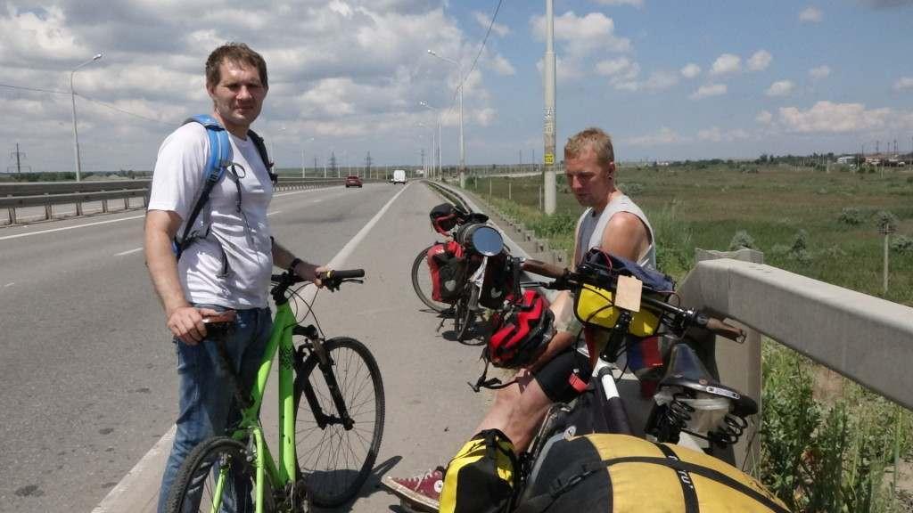 Два велопутешественника из Германии столкнулись в Астрахани