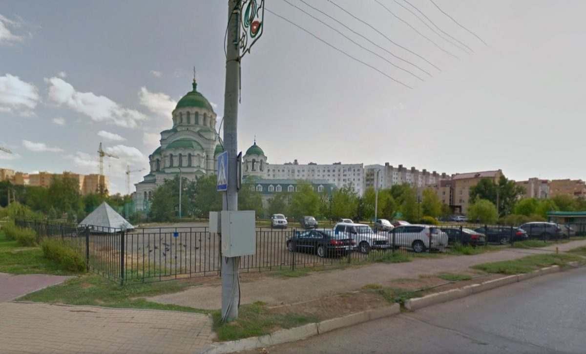 В Астрахани одной автостоянкой стало меньше