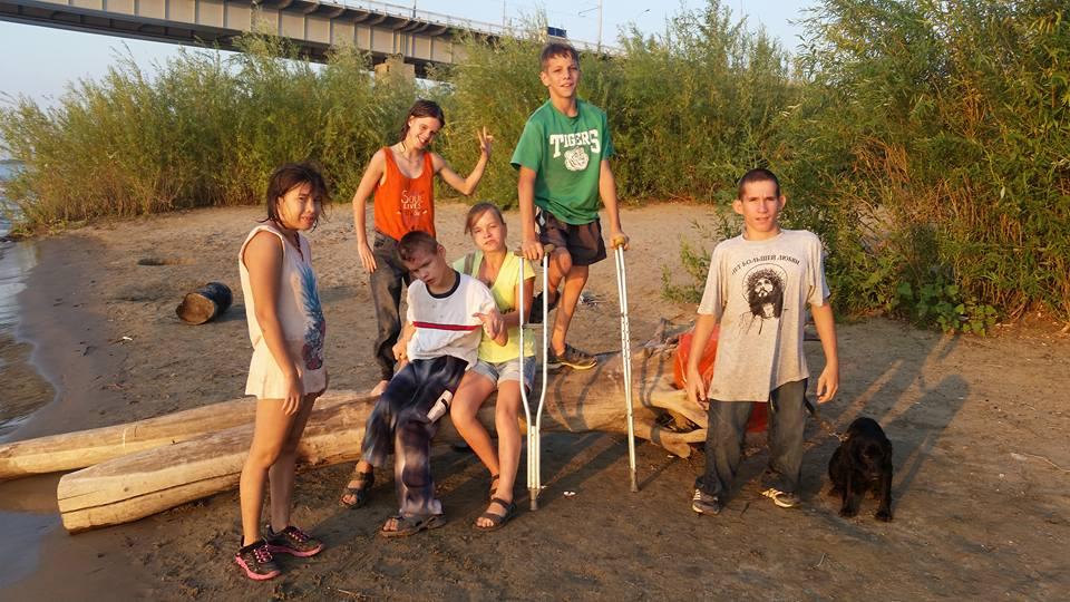 Астраханских детей с ограниченными возможностями не пускают в кино и спортзалы