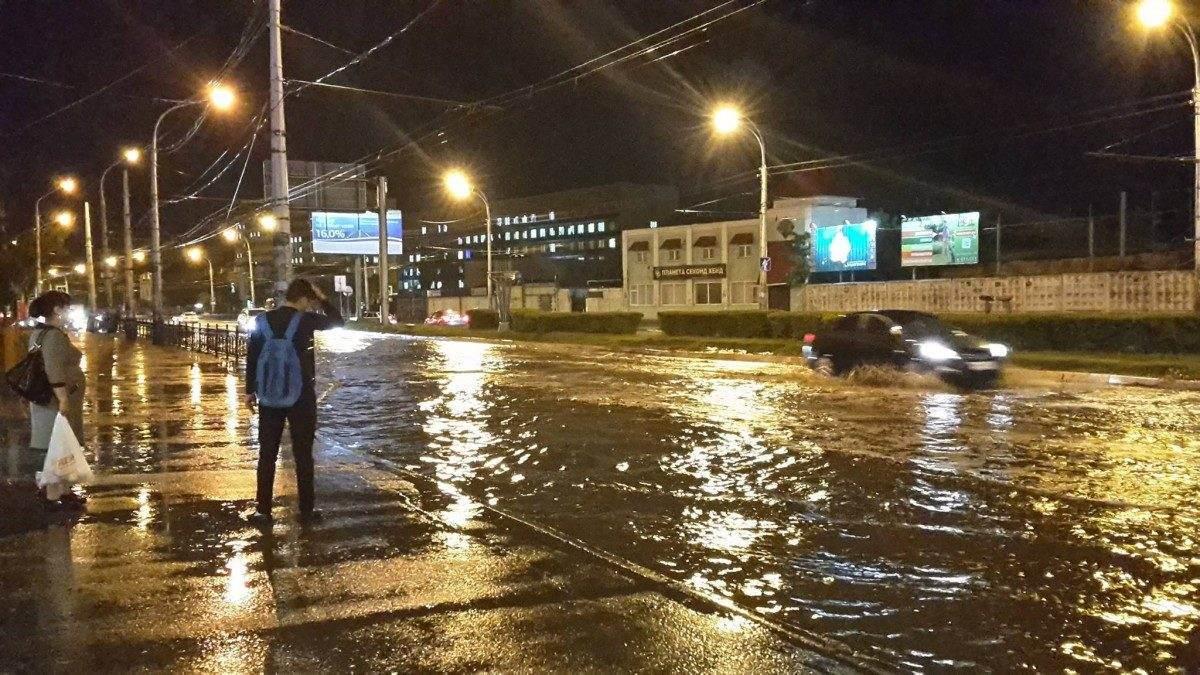 В Астрахани думают, как бороться с подтоплением железнодорожного вокзала