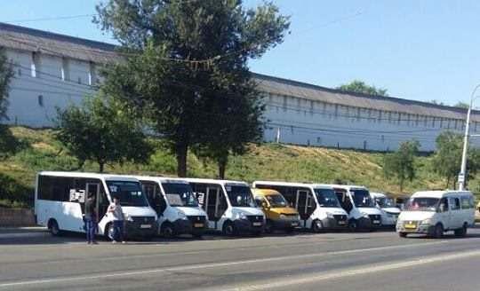 В центре Астрахани бастуют водители маршрутных такси