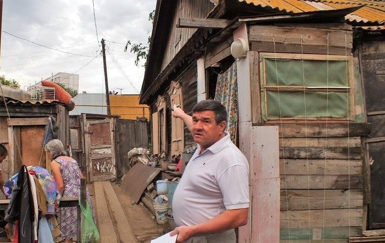 Астраханский депутат наступил коту на хвост во время встречи с избирателями