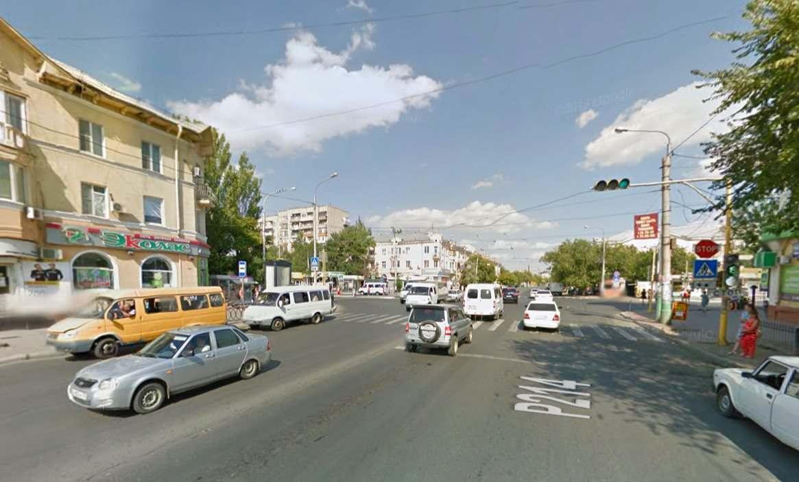В Астрахани перенастроили светофор на улице Богдана Хмельницкого