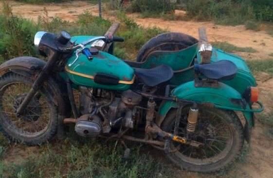 Астраханский мотоциклист без прав ударил ногой двухлетнего ребенка