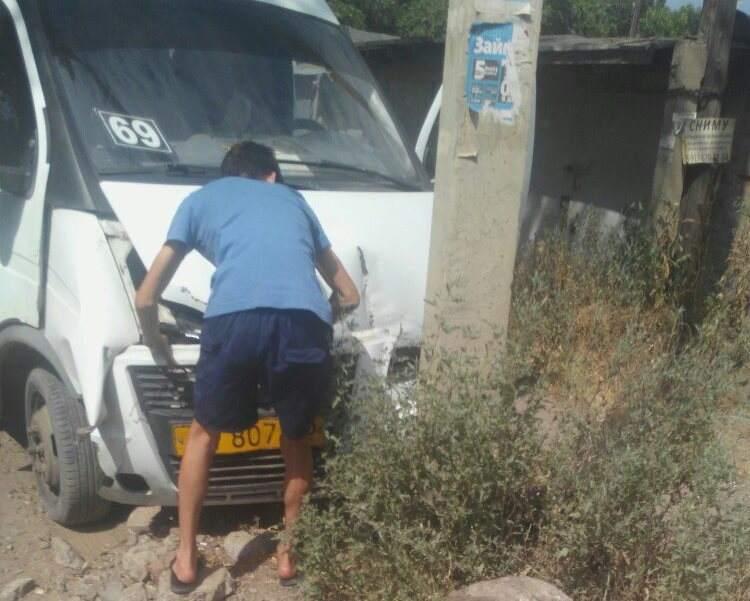 В Астрахани у маршрутного такси отказали тормоза