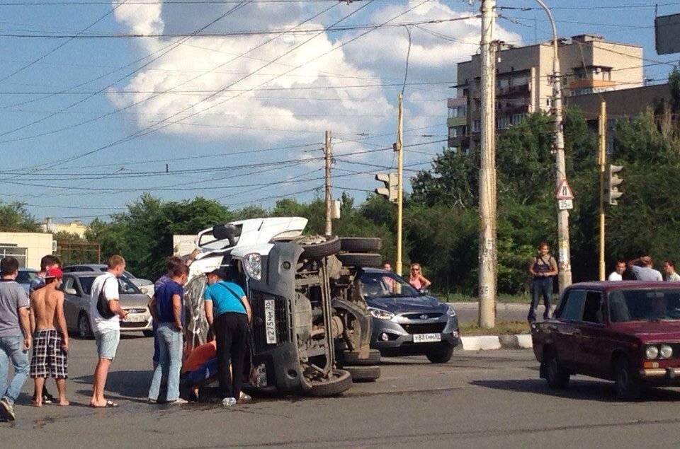 В Астрахани у вокзала перевернулась «Газель»: ВИДЕО