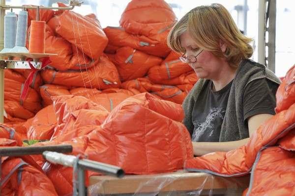 Астраханская швейная фабрика обзавелась пухонабивочной машиной
