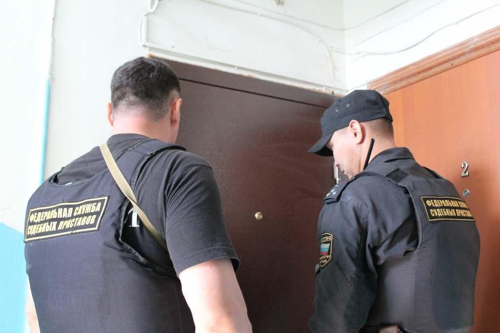 В Астрахани мужчину выселили из квартиры