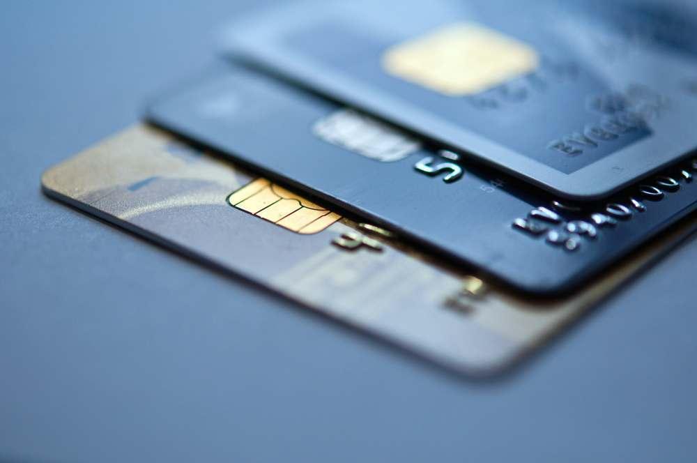 Астраханцам значительно реже стали выдавать кредитные карты