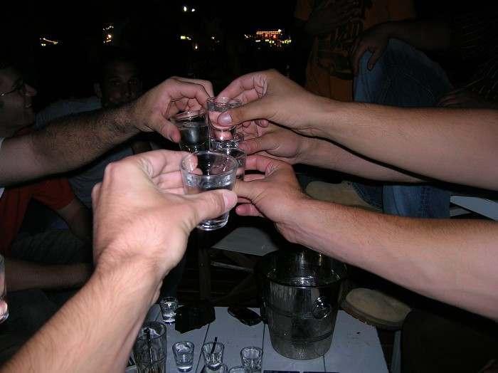 Астраханка украла у подруги деньги во время пьяных объятий