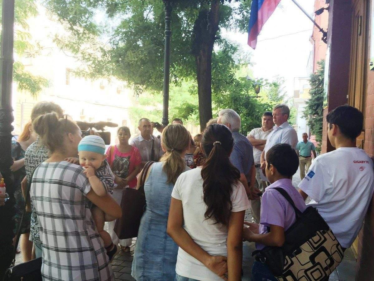 Многодетные матери прошли маршем по Астрахани