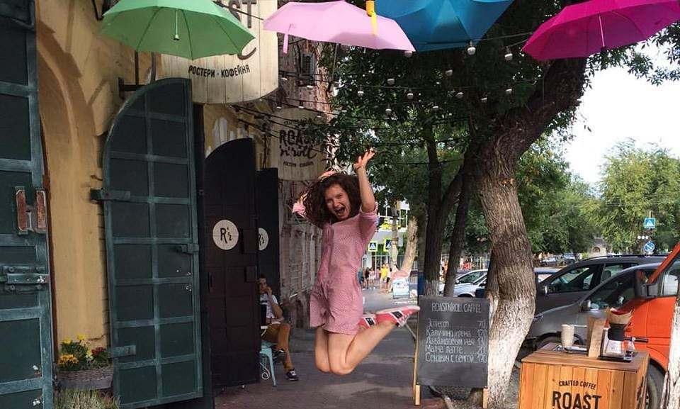 В Астрахани за день сломали «парящие зонты»