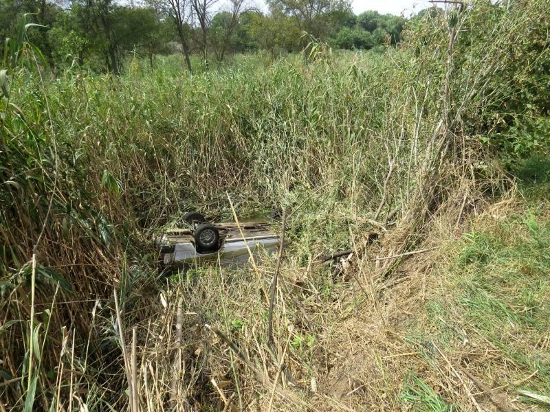 Два астраханца утонули в машине