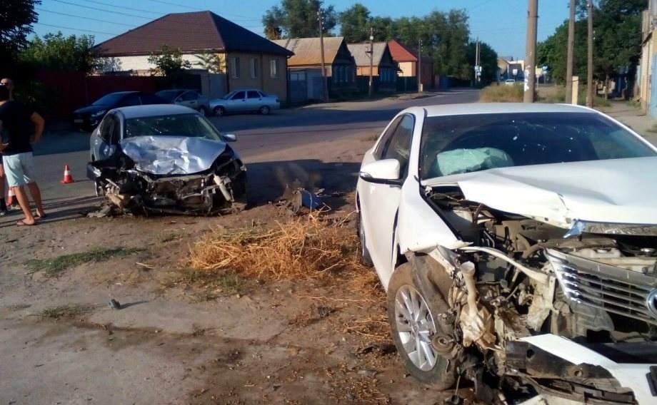 В астраханском поселке Кирикили разбились два автомобиля