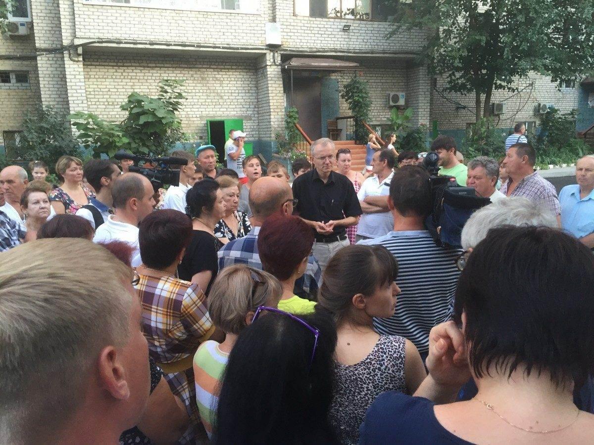 Астраханцев оштрафовали за ремонт дороги