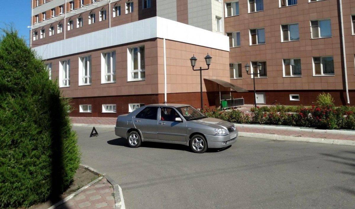 Астраханка сбила пешехода в больнице