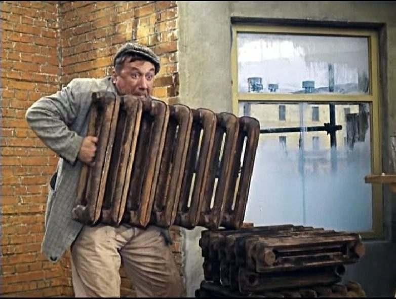 В Астрахани со стройплощадки украли сломанную технику