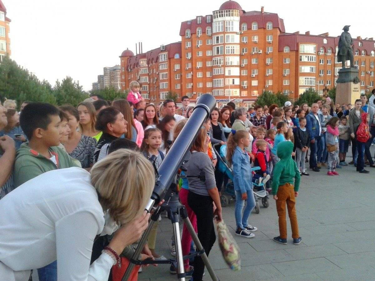 Две тысячи астраханцев сходили на «Ночь тротуарной астрономии»