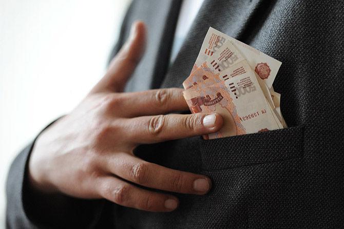 Стали известны средние зарплаты астраханских чиновников