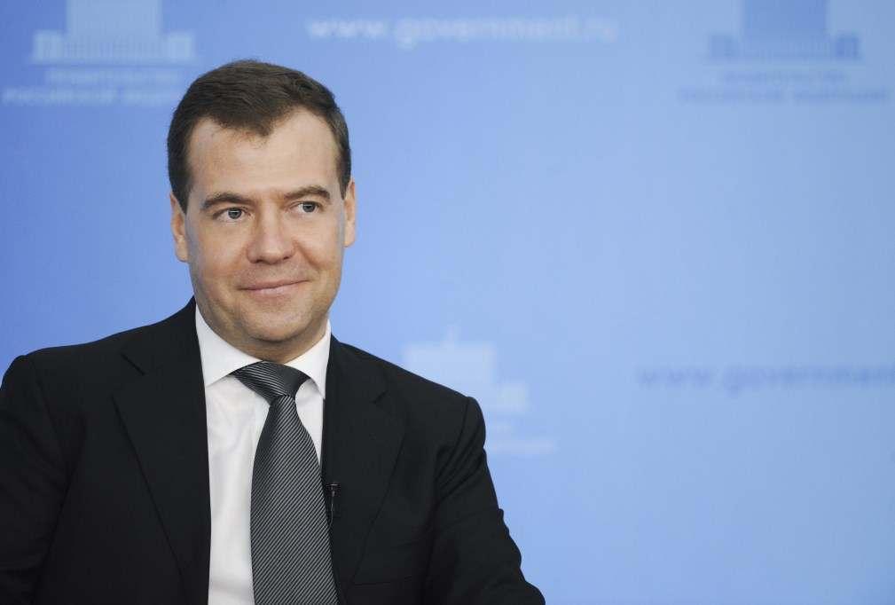 Медведев продлил продуктовые санкции до конца 2020 года