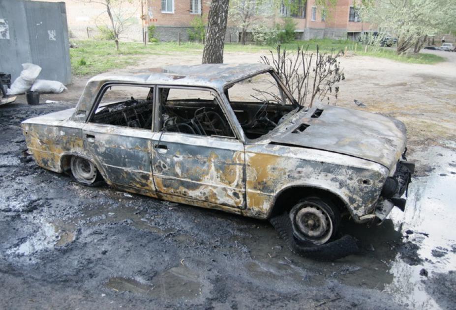 В Астрахани преступники угнали и сожгли «Жигули»