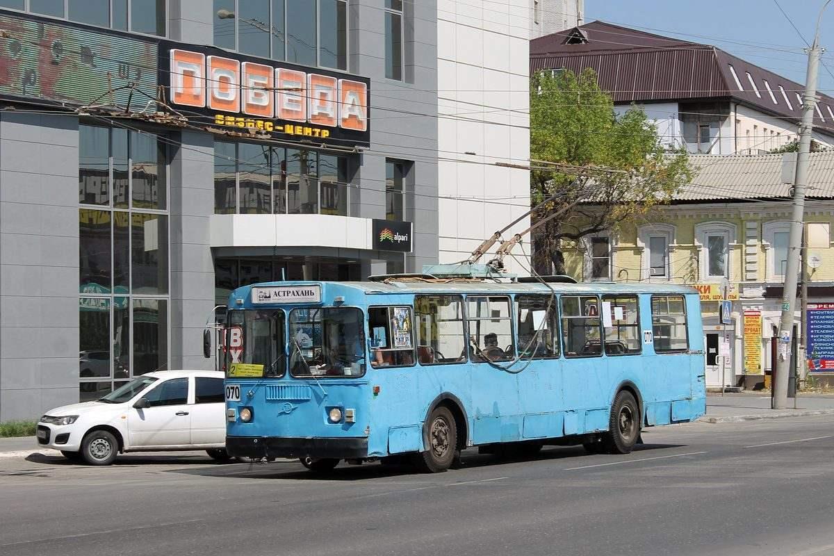 Полосы для общественного транспорта в Астрахани так и не появились