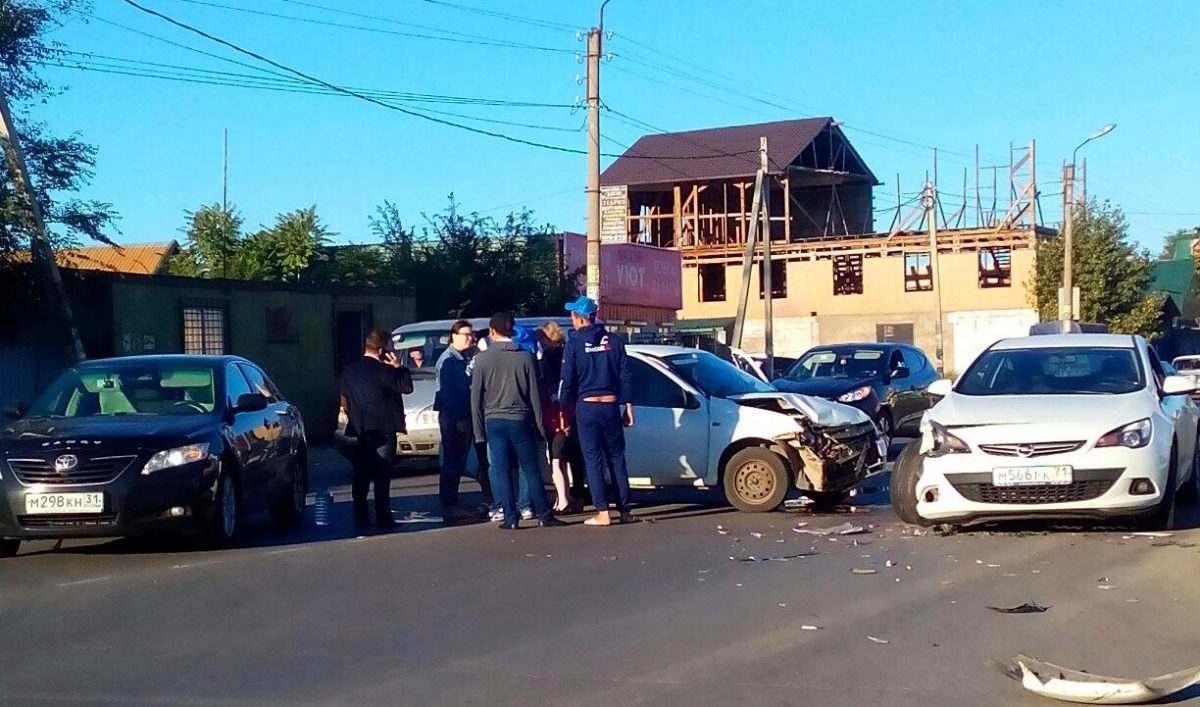 Утро в микрорайоне Бабаевского началось с серьезной аварии