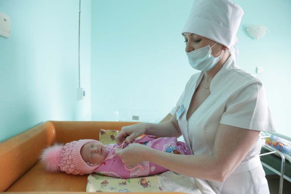 Прирост родившихся над умершими в Астраханской области составил более 1000 человек