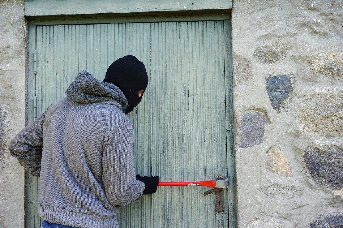 У астраханских пенсионеров украли полтора миллиона рублей