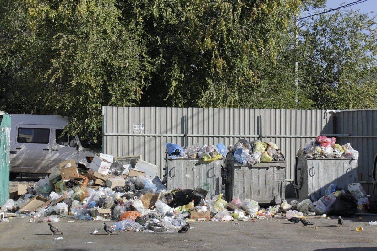 Астрахань должны вычистить от гор мусора к четвергу