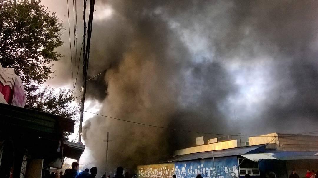 На астраханском рынке Большие Исады крупный пожар