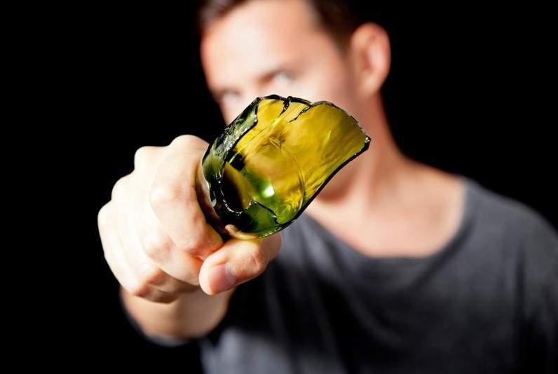 О голову астраханского любителя караоке неожиданно разбили бутылку
