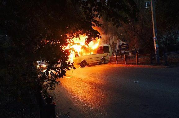 В Астрахани сгорел автобус