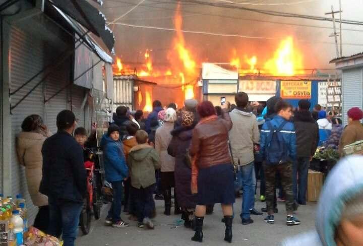 Озвучена предварительная версия пожара на рынке Большие Исады