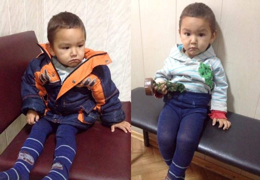 Астраханские полицейские ищут родителей босоногого мальчика